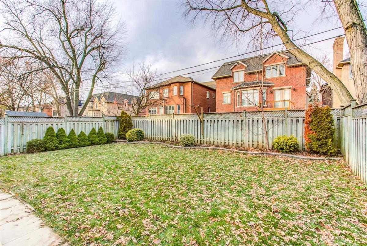 286 Kingsdale Ave Toronto Bella Lee
